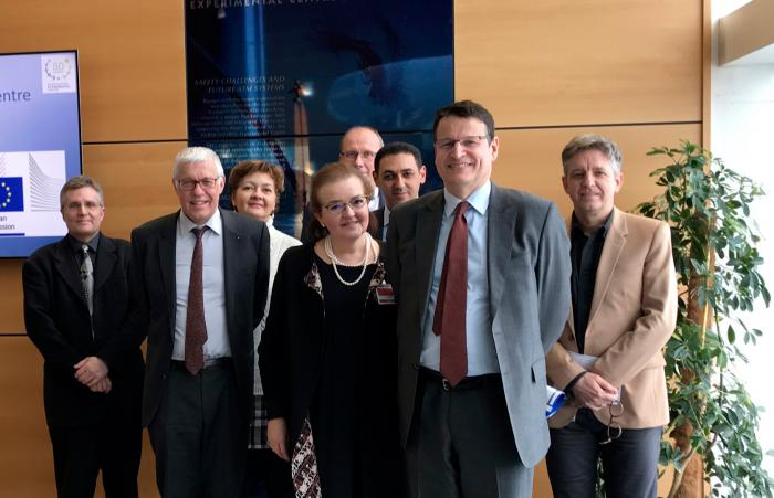 Group photo with Philippe Merlo, Director Air Traffic Management at EUROCONTROL, Clara de la Torre, Director Transport at the European Commission's DG Research & Innovation and Pierre Andribet, Head of EUROCONTROL's Experimental Centre (EEC).